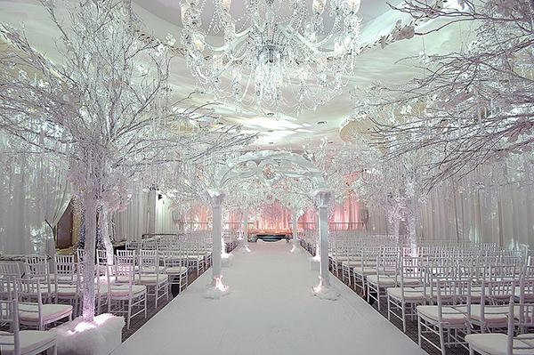 Các mẫu cổng cưới đẹp khi tổ chức tiệc nhà hàng 6